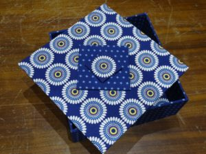 Boite carrée -atelier cartonnage Pascale Rigault à la Boutik'Créative de Rives