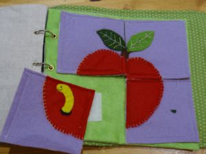 Page la pomme et le ver Quiet Bouk La Boutik' Crative de Rives