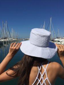 Un chapeau? La classe!