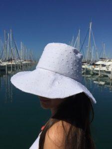 Le chapeau de Mademoiselle L 2