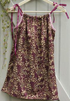 Robe d'été tissus fleuri froufrou prune délicate