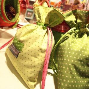 Tissu coton Froufrou vert printemps aux étoiles