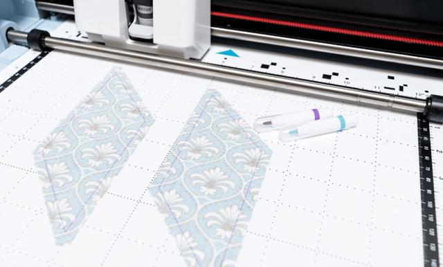 SDX1200_fabric_cutting