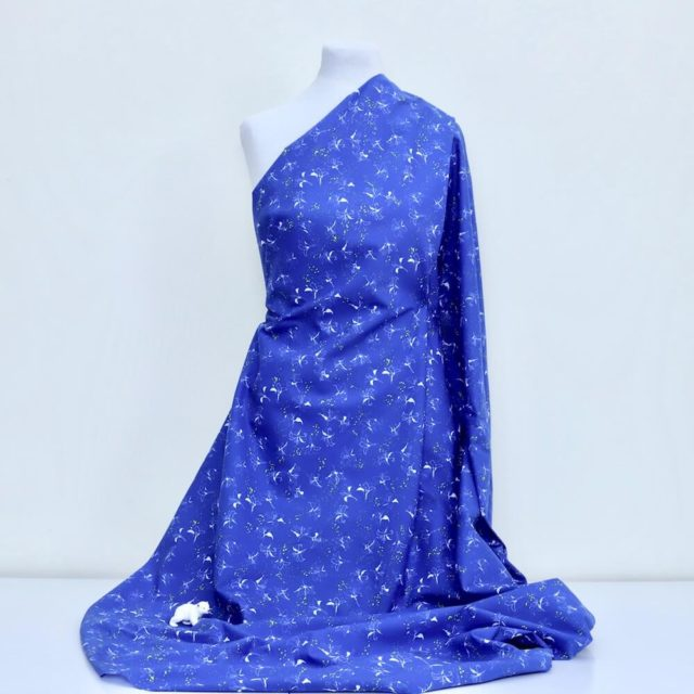 tissu-bio-popeline-imprimée-lys-bleu-fleur-Mars-ELLE