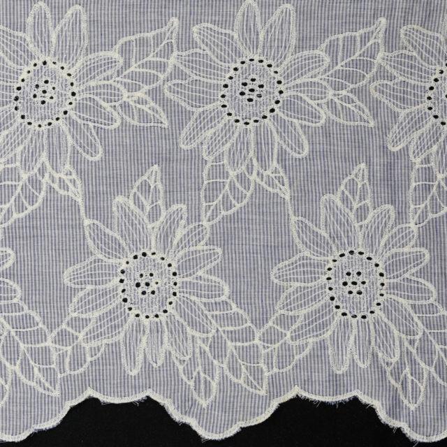 Tissu coton bordure brodée laize 150cm