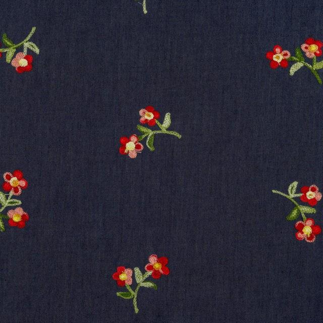 Tissu jean brodé