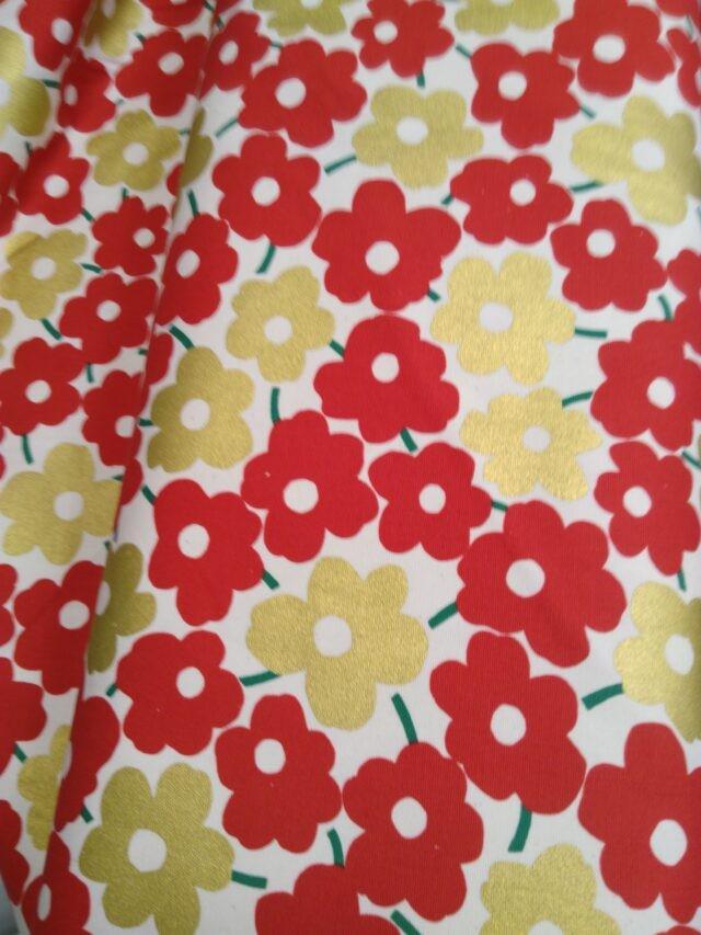 Tissu toile coton fleurs rouge et dorée trèfle Kokka 3
