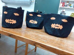 Sacs à bonbons halloween en atelier enfants