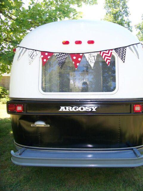 Airstream caravavan and banniere en tissu