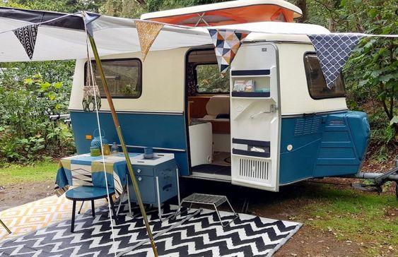 Caravane Eriba vintage bleue