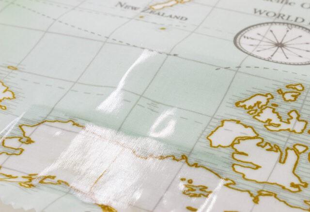 Tissu Fryetts enduit maps à la Boutik Créative de Rives détail