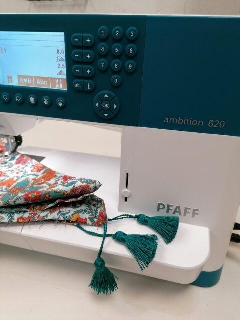 Couture du Chèche de printemps sur la MAC Pfaff Ambition 620 à La Boutik Creative de Rives